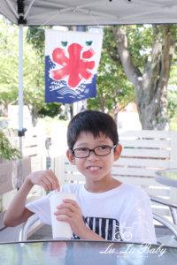 かき氷食べて笑う息子10才